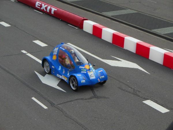 La voiture entrian de valider son premier essais.